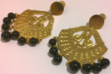 Mimi gold fan with black stones